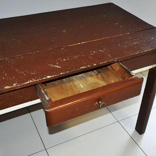 Tavolo attrezzato da cucina in abete spianatoia mattarello for Tavolo da cucina anni 50